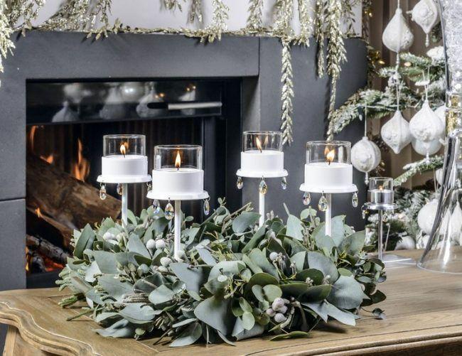 moderner adventskranz ideen gr ne bl tter kerzenhalter. Black Bedroom Furniture Sets. Home Design Ideas