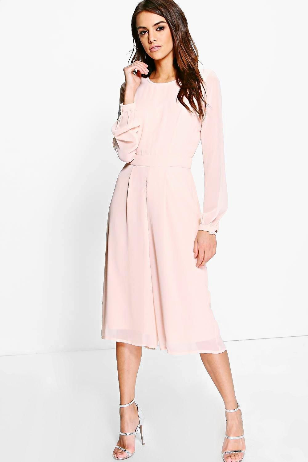 85a4ec4a4872 Jumpsuits are your day-to-night dress alternative Your 70s style  inspiration starts with a jumpsuit. Take your new season style up a notch  in a wide leg ...