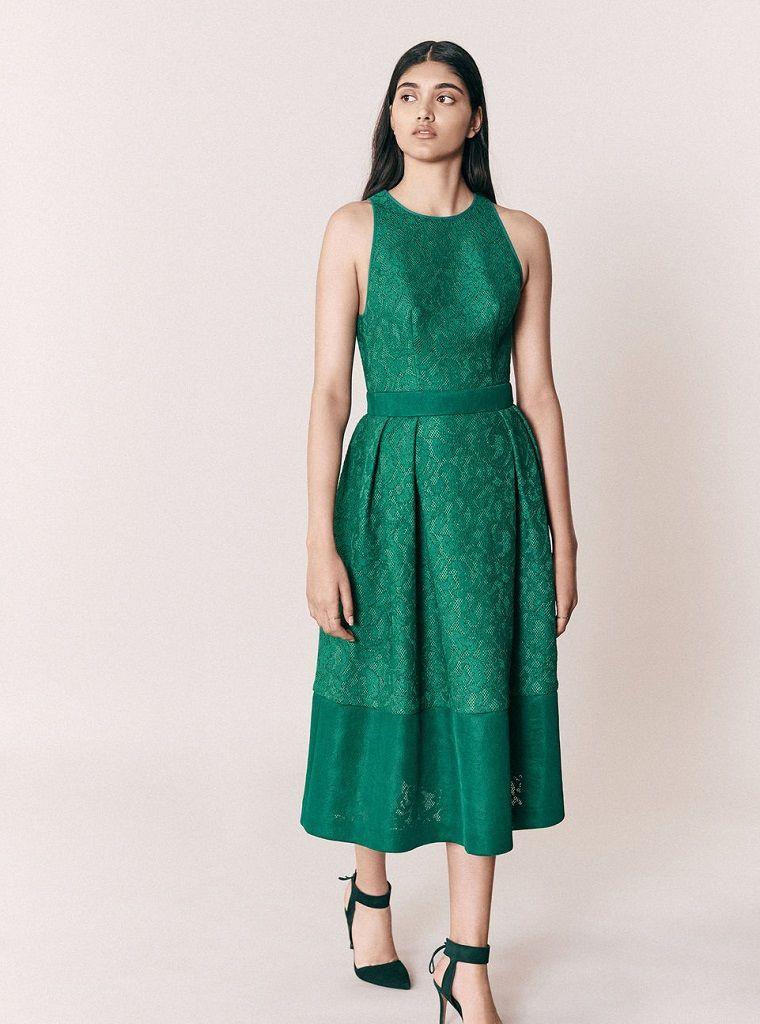 a91243a3736f Vestiti firmati e una proposta di abbigliamento elegante con un abito di  colore verde lungo
