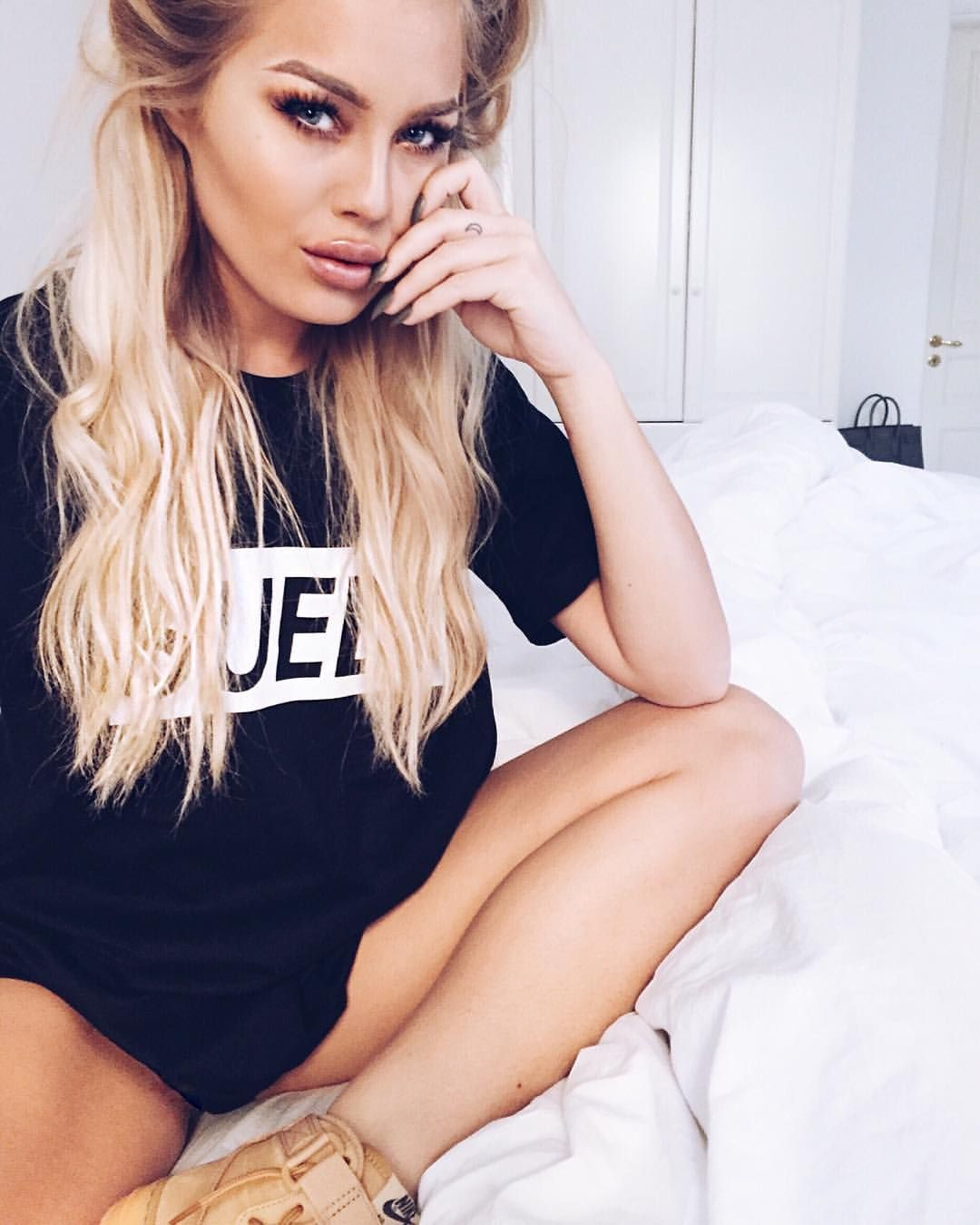 "Angelica Blick on Instagram: ""SUEDI.""   fashion bloggers ..."