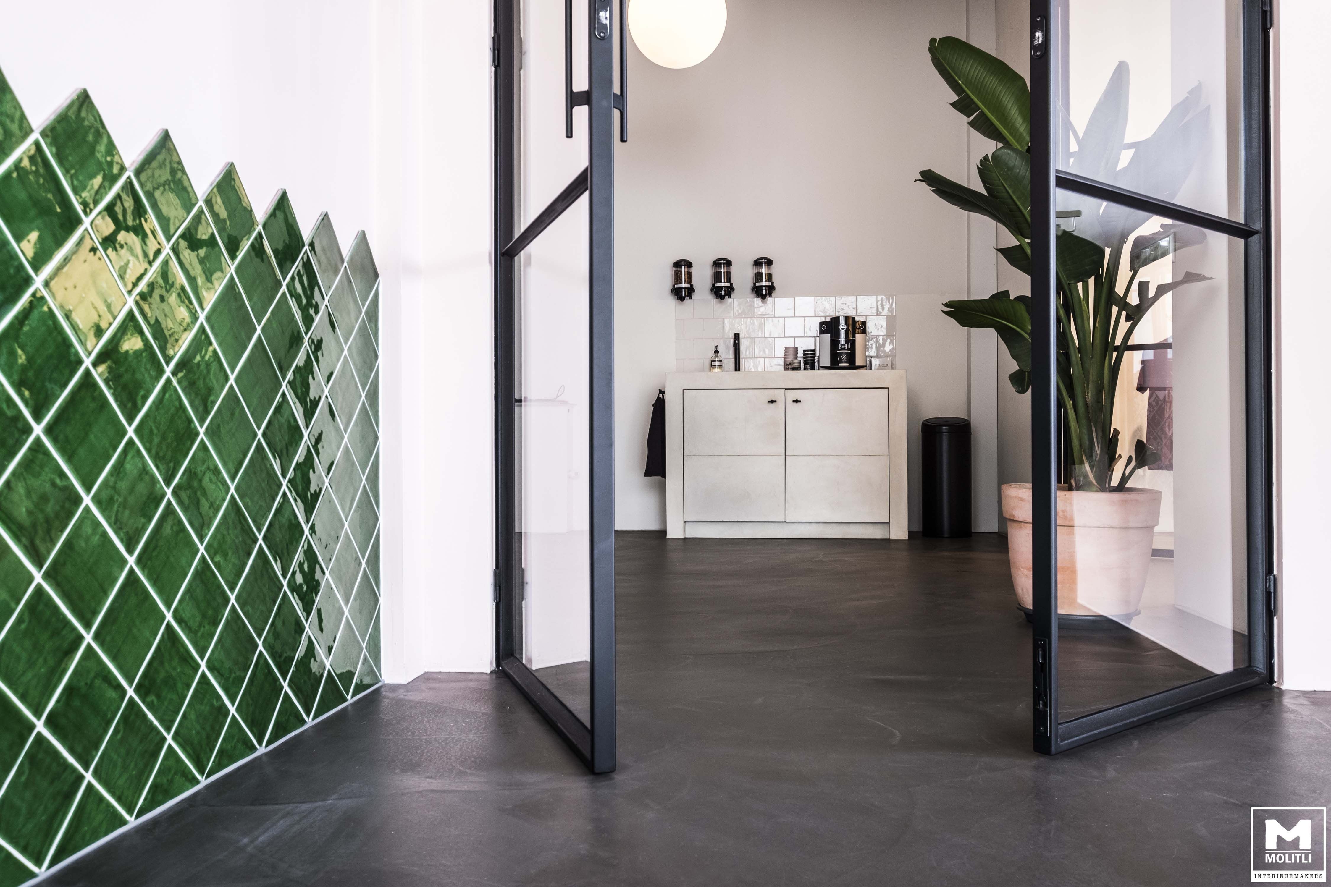 Nieuw vet project in amsterdam! #molitli #colors #office #gietvloer