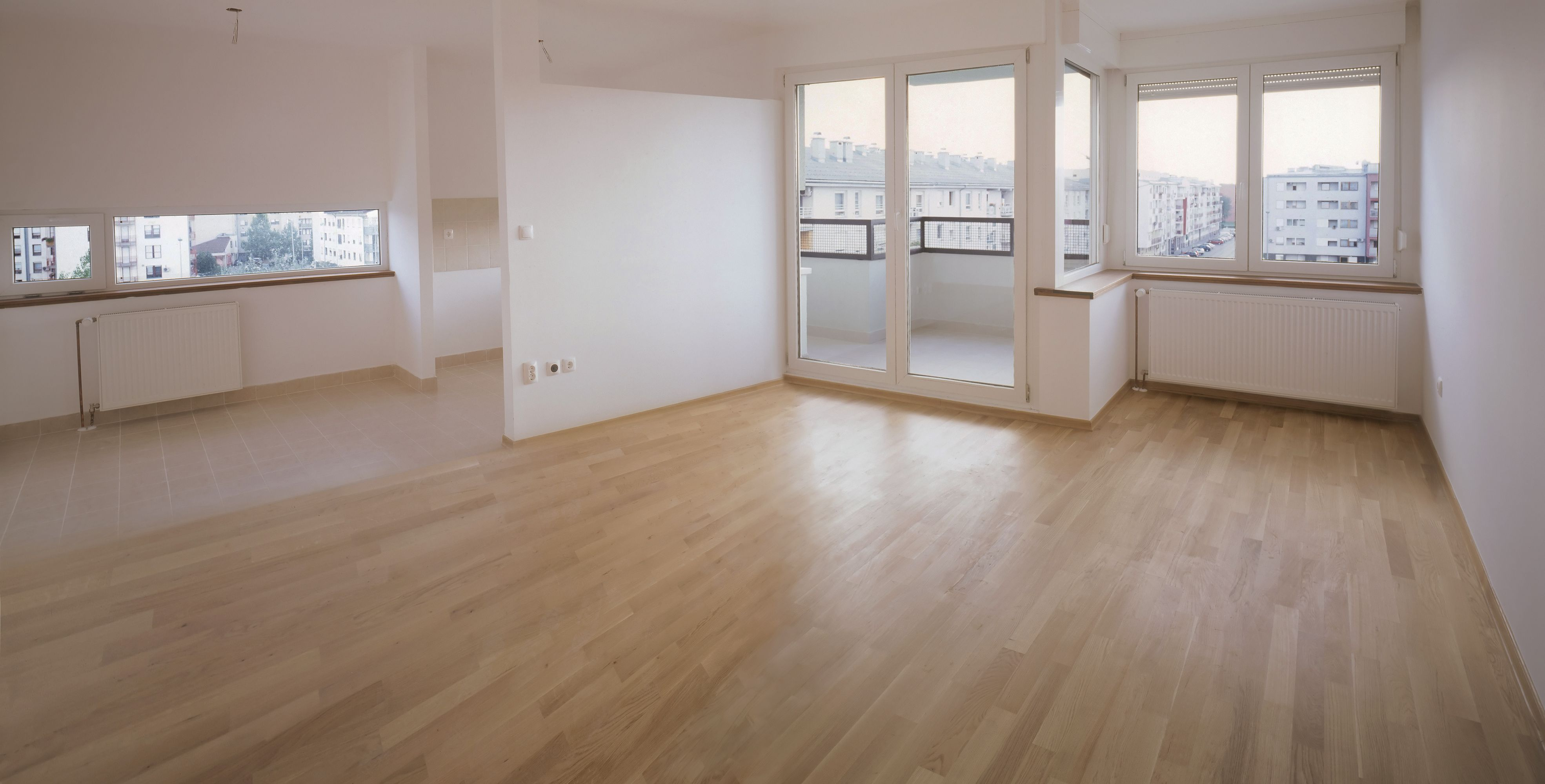 Comparison of Ceramic Tile Vs. Laminate Wood Flooring