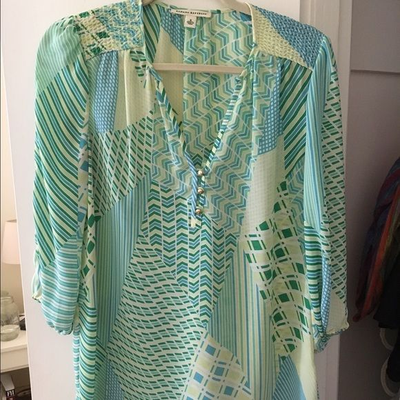Green/blue pastel blouse Banana Republic green/blue pastel blouse. Gold button details and 3/4 sleeved. V-beck flattering cut. Gently worn - great condition! Banana Republic Tops Blouses