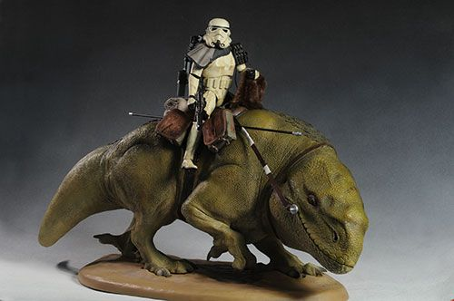 Sandtrooper, Dewback sixth scale figure by Sideshow. I want!!