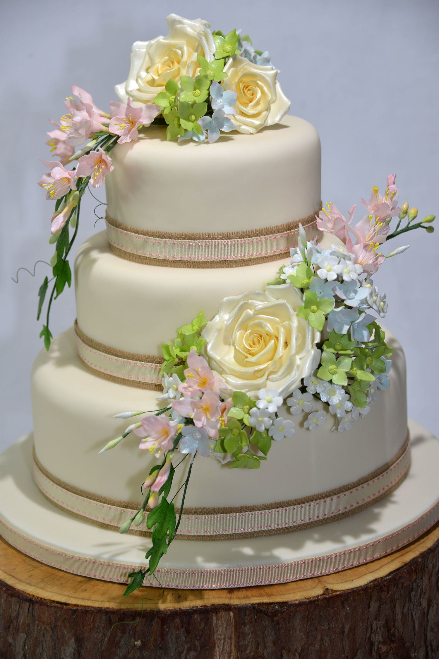 Beautiful sugar flowersjpg wedding cakes pastel cakes