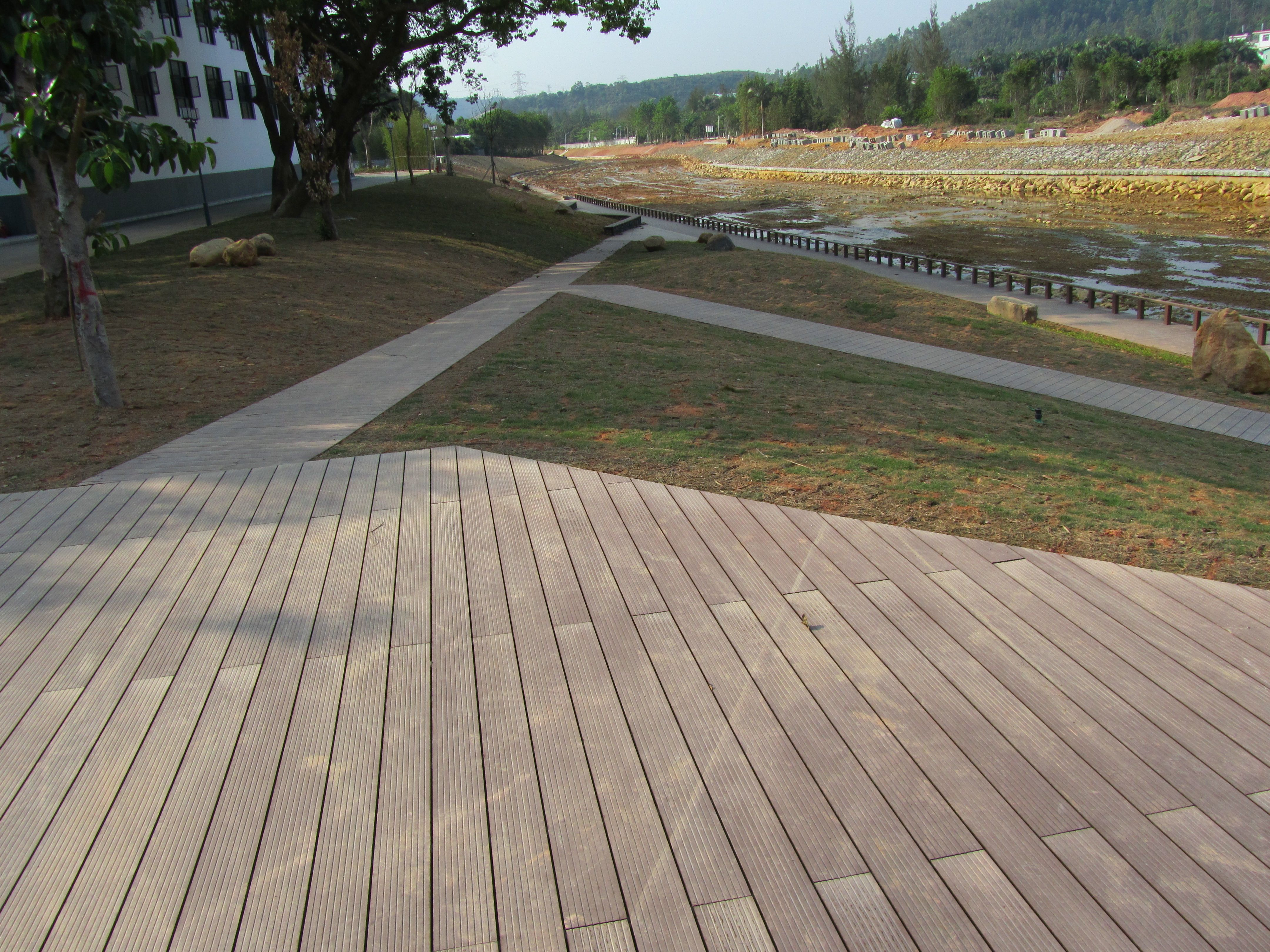Temporary outdoor flooring to cover dirt outdoor laminate - Temporary flooring over carpet ...