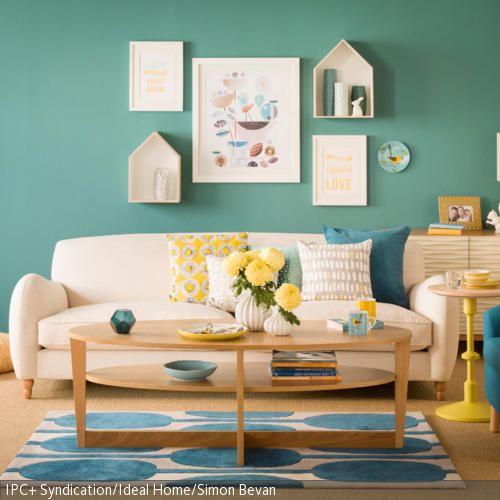 Die Wandfarbe Trkis Erzeugt Spannung Und Dynamik Hellen Deko Elemente In Starken Farben