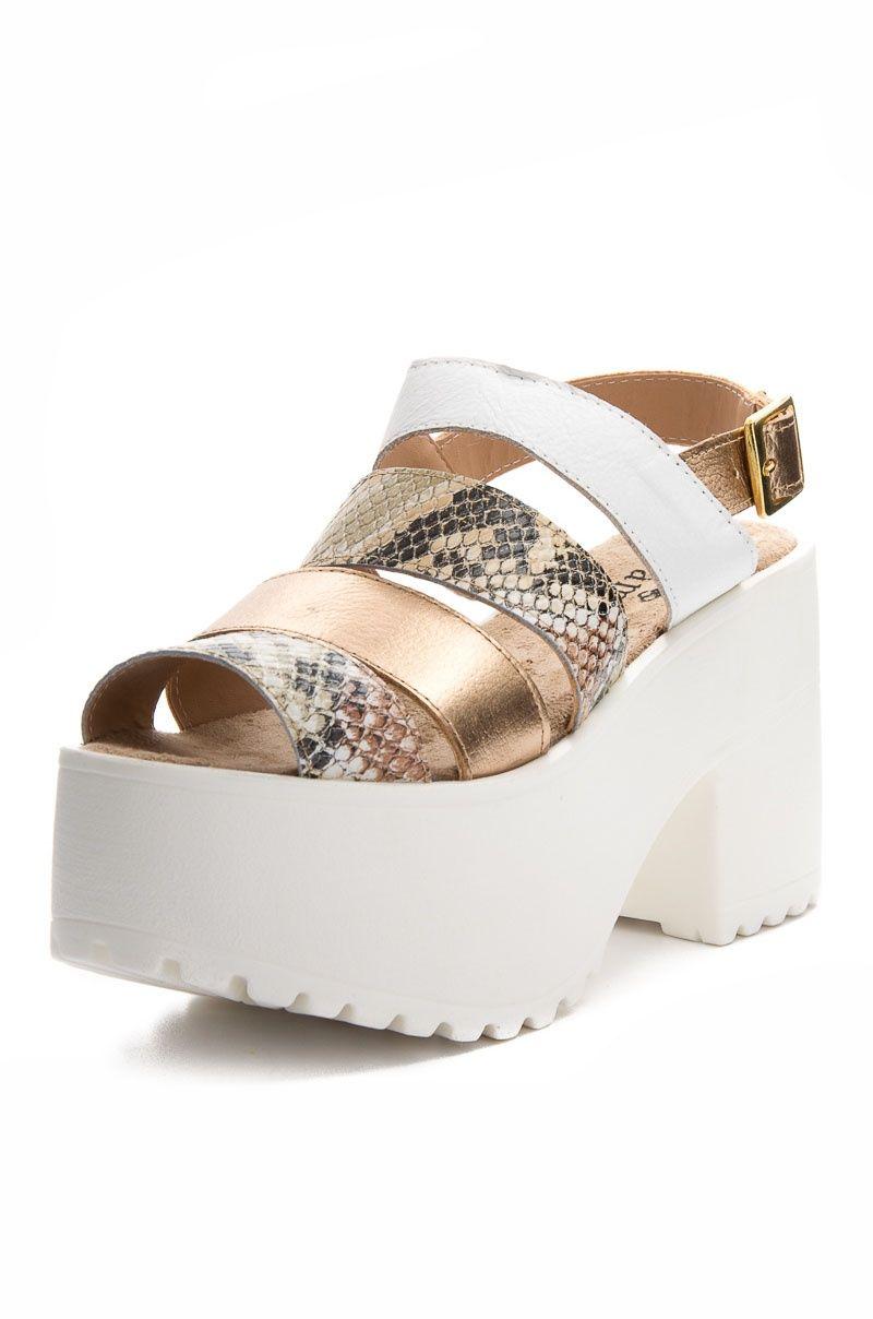 97a3a53b54e0c Tipos De Zapatos · Sandalia con Plataforma - Blanco Reptil en DeluxeBuys!  Calzado De Moda