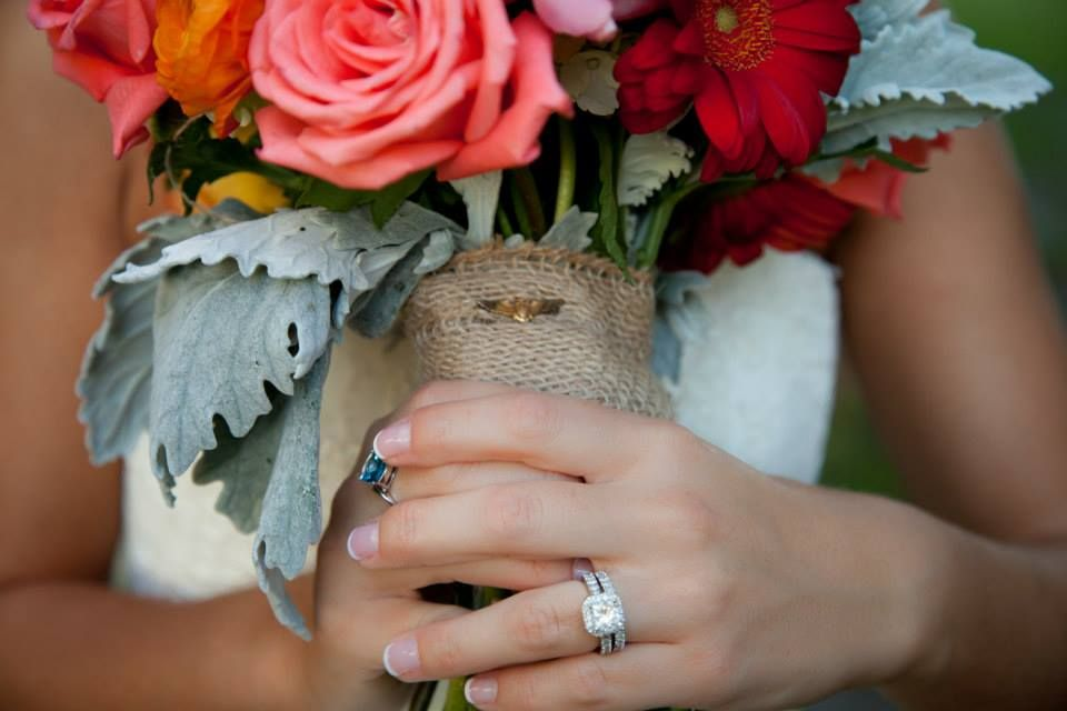 Coral Bouquet - Garden Roses - Gerber Daisies - Ranunculus - Laura Ross Photography
