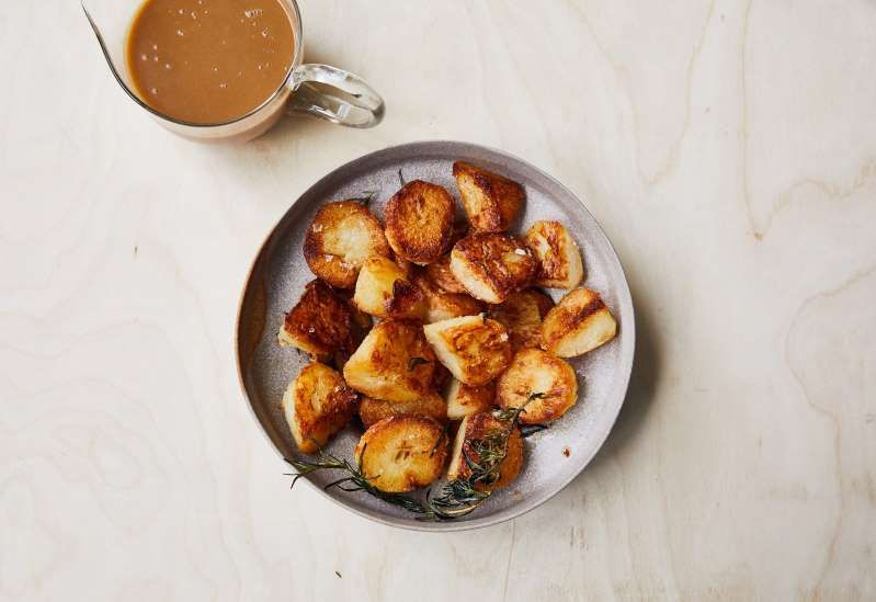 These Roast Potatoes Are Impossibly Crispy on the Outside, Creamy on the Inside