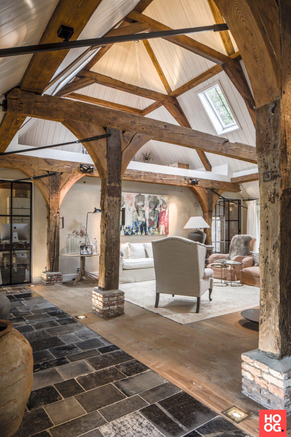woonkamer design met luxe verlichting