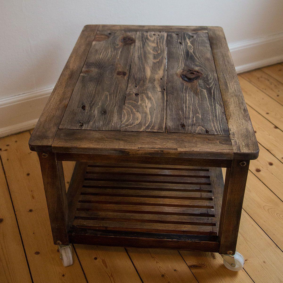 Upcyclet sofabord eller TV møbel på hjul, med bordplade af gammel ...