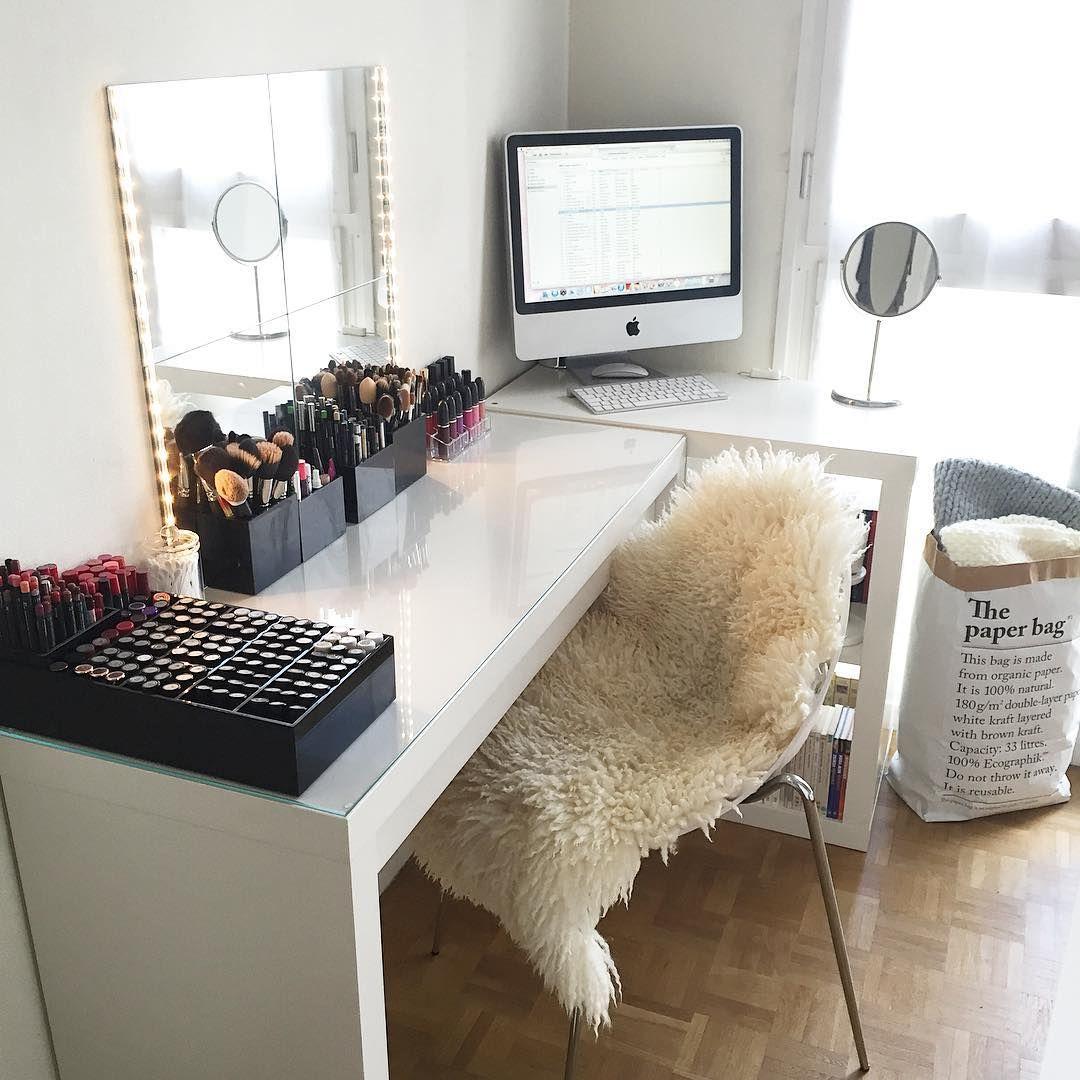 A Corner Vanity. Get inspired & see more amazing Beauty Room ...