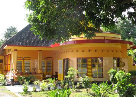 Bala Kuning (The Yellow House)