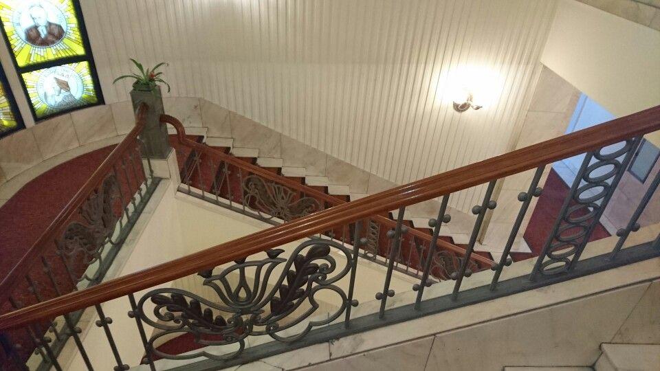 Ruschita cremerosa und auch Aurora Kaisermarmor galbui Marmorstiege im Gellert Hotel