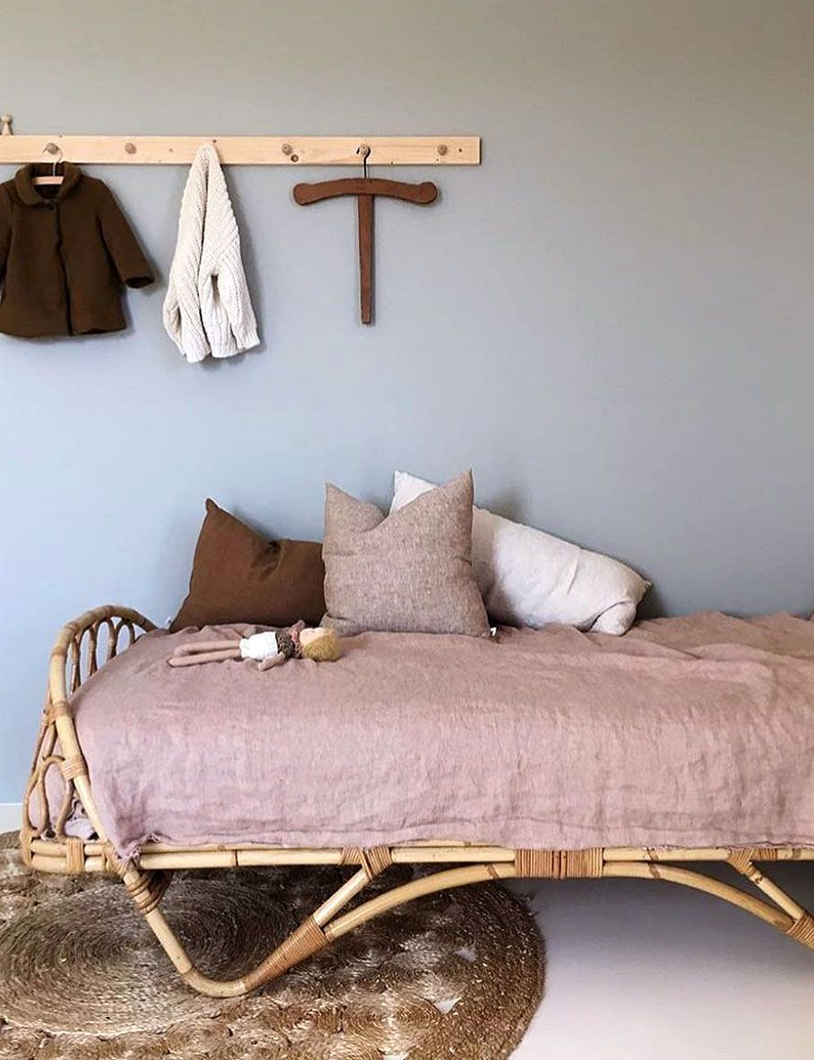 vintage daybeds child style. Pittura camera bambini