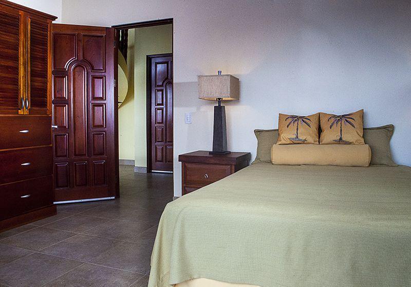 Ojochal house rental, those doors!