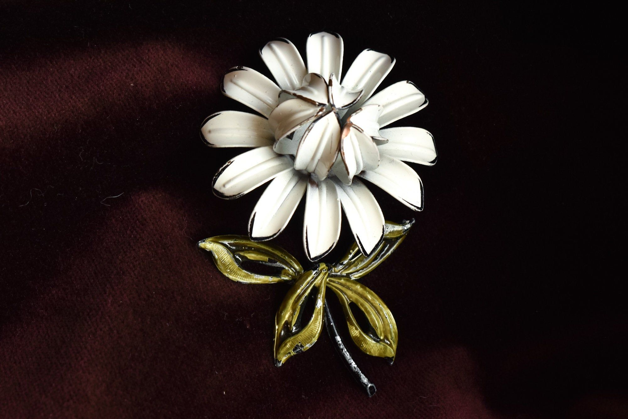 Enamel Metal Feminine White Pin Brooch. Vintage White Enameled Pin Brooch with Green Gold and White Stone