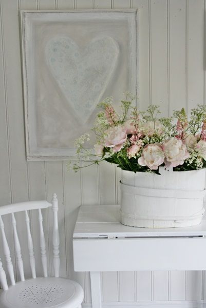 VIBEKE DESIGN: Årskavalkade Del 2   get pretty frame, spray it white and frame lace only