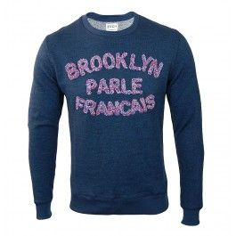This Brooklyn Parle Francais sweater by Brooklyn We Go Hard is part of the new spring/summer collection. Each collection is thought according to discernible and inspiring cultural referents, in outlines or details and are made to be worn by an open passionate generation. This loopback sweatshirt is constructed in a cotton/wool blend and features ribbed crew neck, cuffs and hem; burgundy velvet yoke elbow patches and the Brooklyn Parle Francais logo in curl to the front in a multicolour mix…