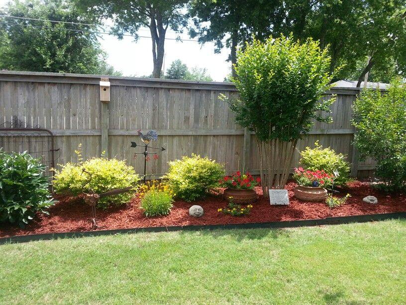 Pin By Joan Wherley On Garden Ideas Side Yard Landscaping Privacy Fence Landscaping Fence Landscaping