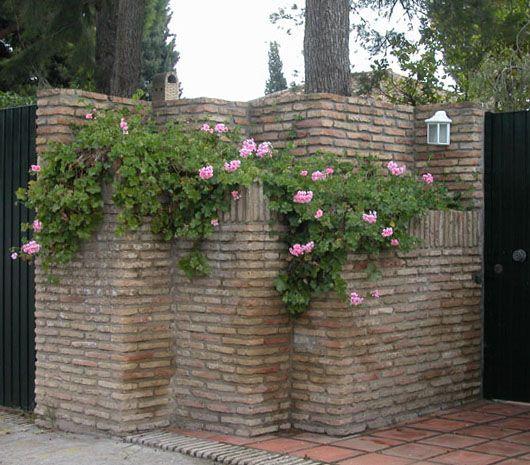 Fachada con ladrillos rusticos de pisos pisos muros for Fachadas de ladrillo rustico