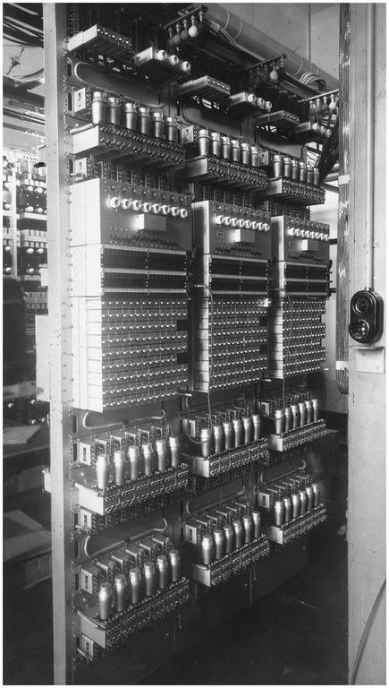 De kwaliteitsmeting van gloeilampen en armaturen door een duurproef op zogenaamde brandramen bij Philips  Auteur: Philips Company Archives - 1930 - 1935