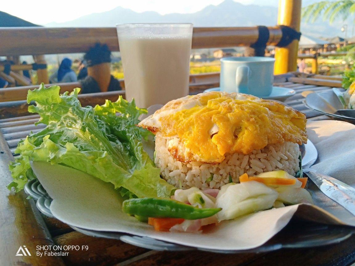 Nasi Goreng Ini Dinikmati Dengan Suasana Alam Yg Cukup Fantastis Dan Ditambah Pemandangan Indah Dari Cafe Sawah Pujon Malang Nasi Goreng