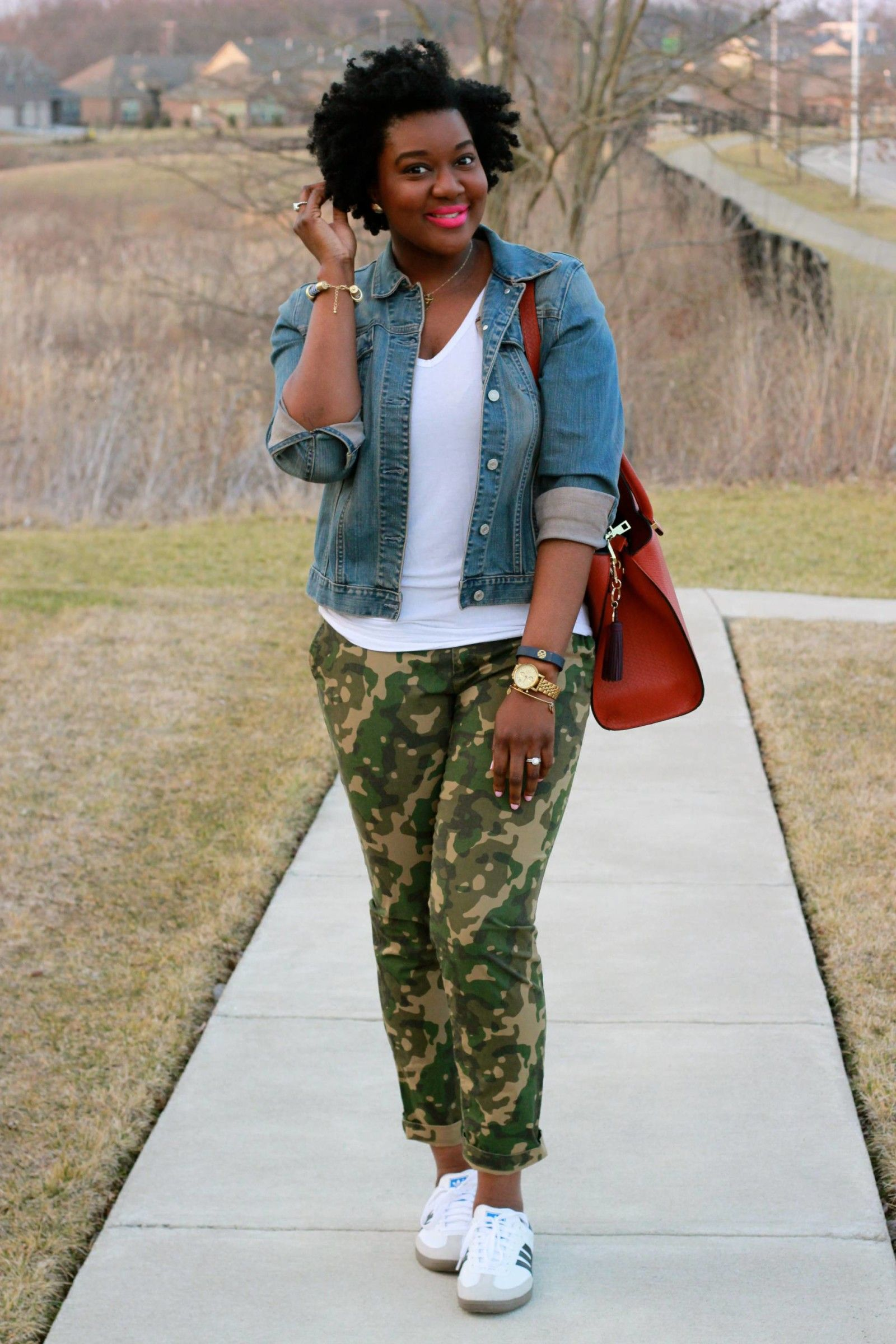 Camo Pants Denim Jacket Camo Pants Outfit Stylish Outfits Outfits With Camo [ 2400 x 1600 Pixel ]