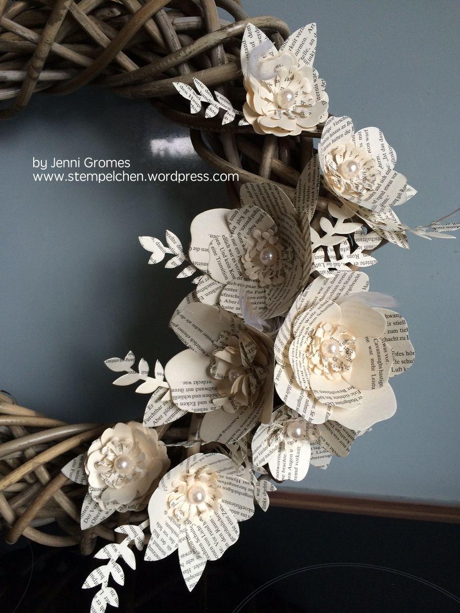 Ein Kranz mit Papierblumen…