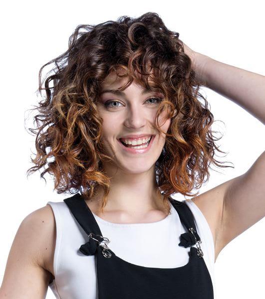 Tagli medi per capelli ricci 2018