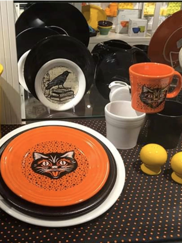 Fiestas De Halloween 2020 Fiesta® Dinnerware Halloween 2020 Black Cat Luncheon Plate and