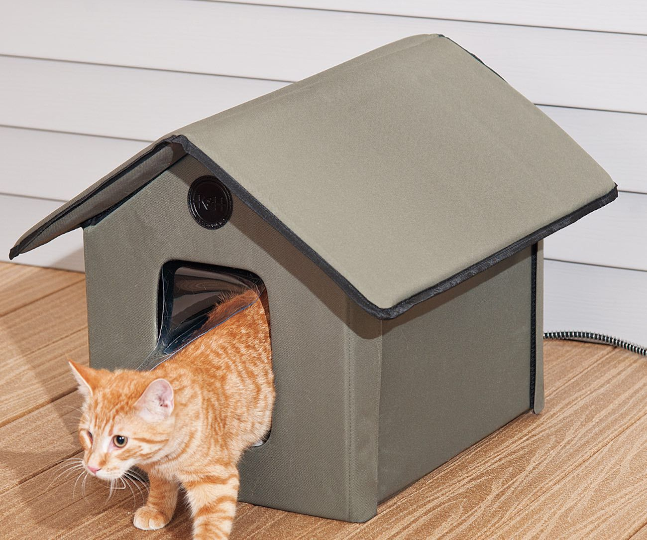 Outdoor Kitty House Heated And Water Resistant Version By K H Manufacturing Cat House Cat Bed Cat Pet Supplies