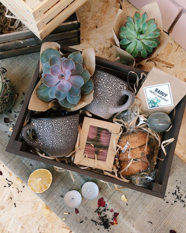√ 33+ DIY Gift Basket Ideas for Men , Women & Baby On A Budget ( Food & Non Food - Svenja - PickPin #birthdaybasket