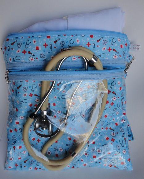 d5433e470 Confeccionado em tecido 100% algodão contendo 1 bolso maior e outro menor  plastificado. Verifique disponibilidade de tecido antes de finalizar sua  compra.