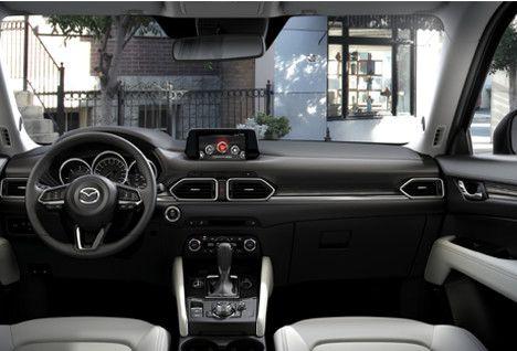 Mit Dem Mazda Cx 5 Stellen Wir Einen Mittelklasse Suv Vor Der Sich Durch Die Weiterentwickelte Hochwertige Kodo Designevolution Und Di Mazda Mazda Cx 5 Autos
