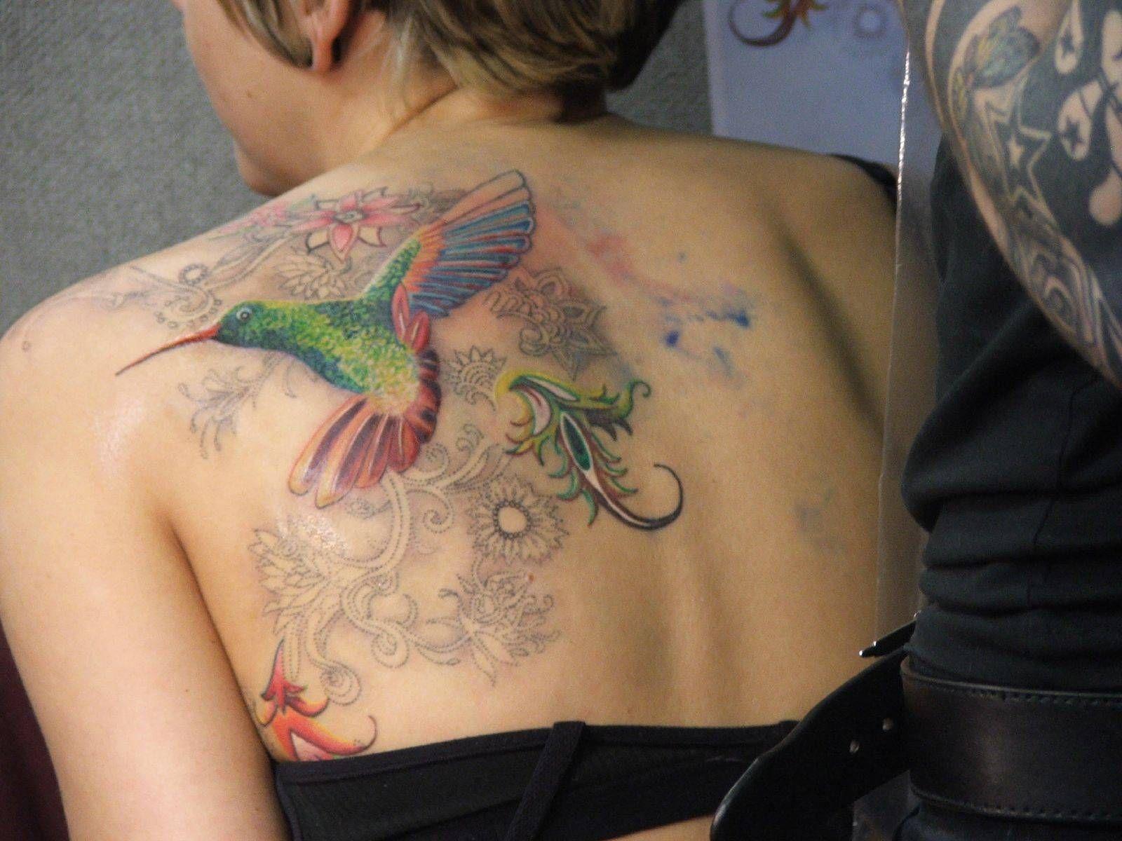 De colibri en la espalda significado tatuaje colibri tatuaje tattoo - Colibri Sin Terminar Pero Lleno De Colores Y Vida Tatuajes