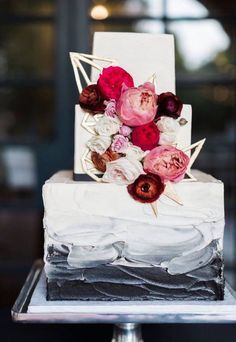 Wedding cake idea; Featured Photographer: Sarah Delanie Photography