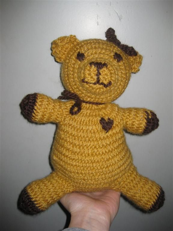 Teddybear, made using naalbinding technique, Oslo- and Danish-Stitch (if I find myself having little vikings in my social cirkel, they WILL get stuffed animals that are historicaly correct (plant dyed, needlbinded (or sewn) and stuffed with scraps and/or wool). The pure level of geekiness when the kids can bring their favorite toy to the LARP because its historicaly correct. <3)