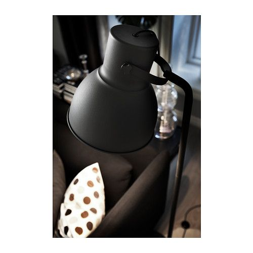 Reading lamp next to the sofa    HEKTAR Lattiavalaisin IKEA Reilunkokoisen kuvun ansiosta valaisin tarjoaa lukuvalon lisäksi myös yleisvaloa pieneen tilaan.