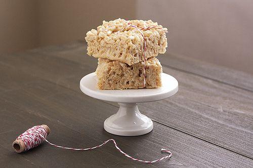 Brown Butter Rice Crispy Treats - Handle the Heat #crispytreats
