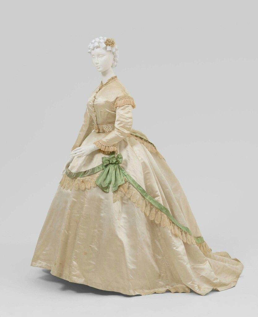 Steampunk wedding dresses  Pin by Nina Szymankiewicz on suknie  Pinterest  Victorian gown
