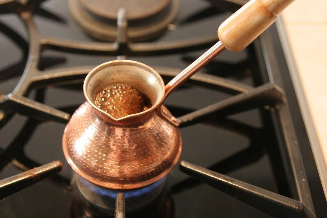 Картинки по запросу варите кофе в турке, всегда включайте на плите самый маленький огонь