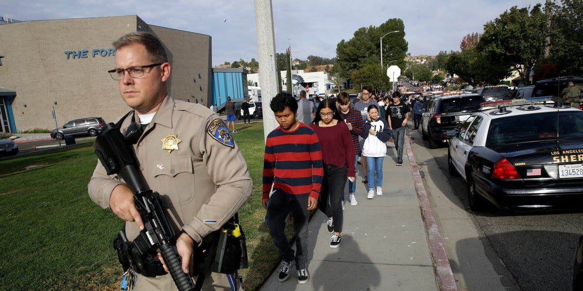 2 Students Are Dead And 3 Are Injured After A High School Shooting In Santa Clarita California The Gunman California High School School Shootings High School