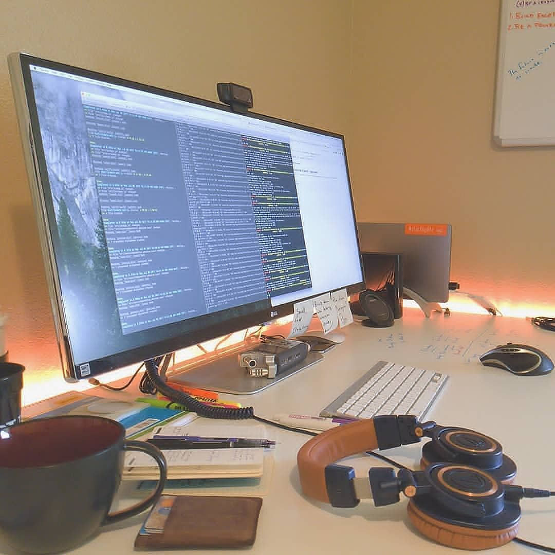 Developer's Workspace // Photo By @dvlpr.u #dvlpr Source