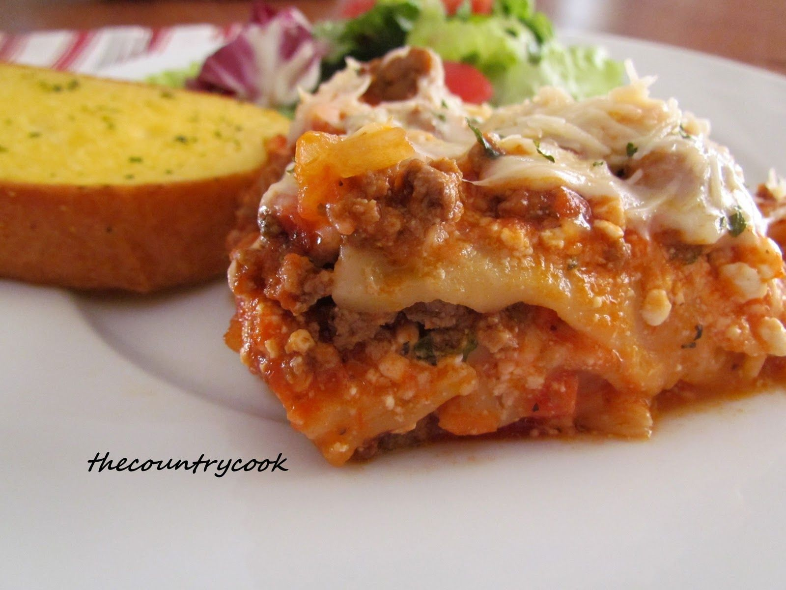 The Country Cook: Crock Pot Lasagna Without The Cottage Cheese Though:)