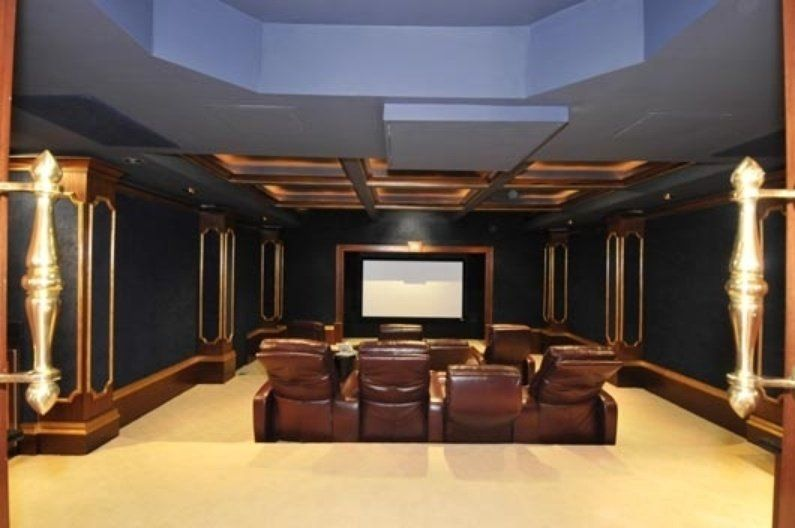 Bankrupt Rapper 50 Cent Has A 24 Bathroom House With A Nightclub In It 50 Cent House Home Theater Design Home