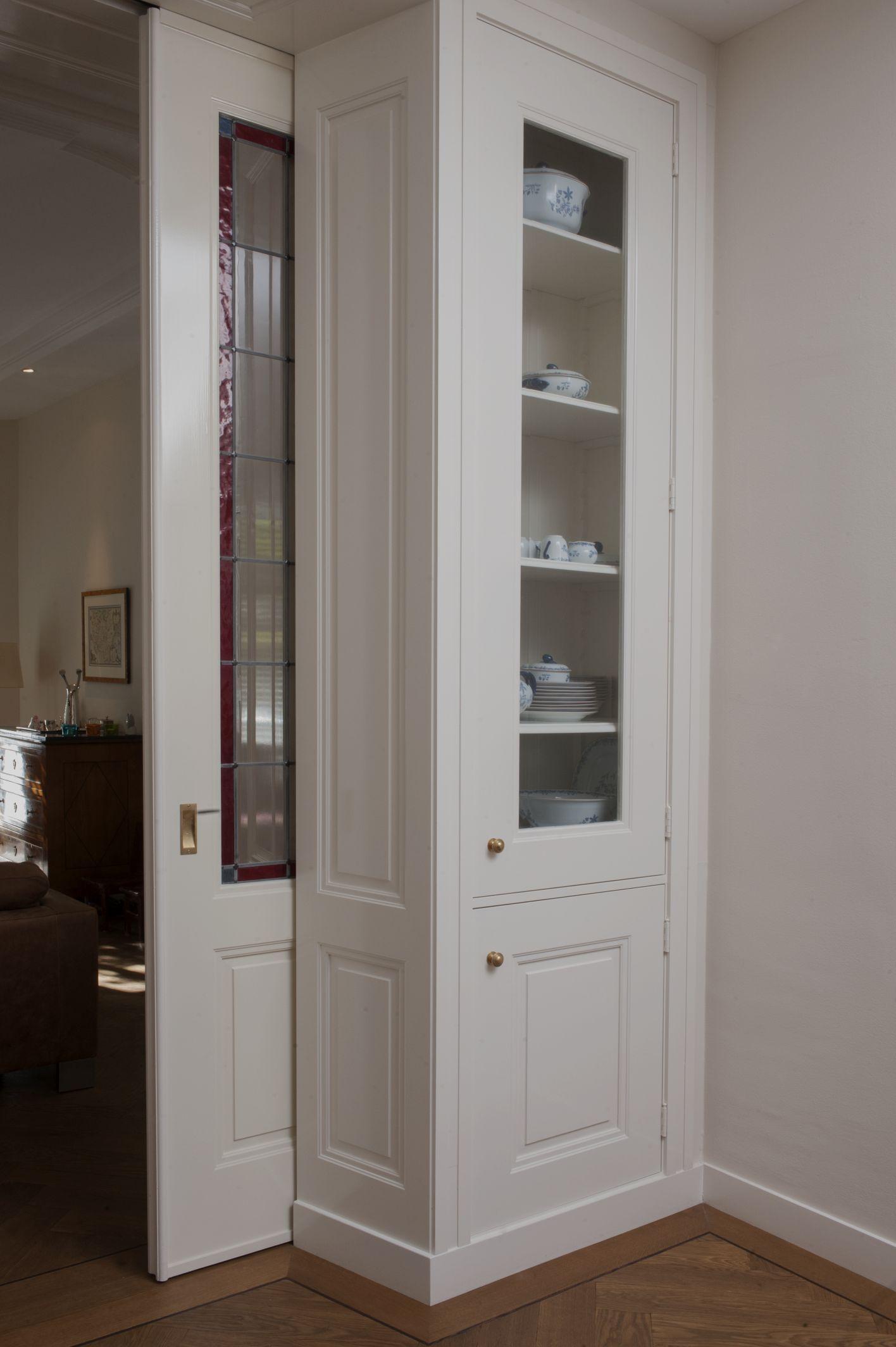 Detail kamer en suite in belle epoque stijl kasten op - Keuken en woonkamer in dezelfde kamer ...