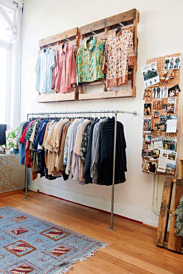 1001 Idees Pour Organiser Ses Vetements Avec Un Dressing Fait Maison Dressing Fait Maison Dressing En Palette Petit Meuble Rangement