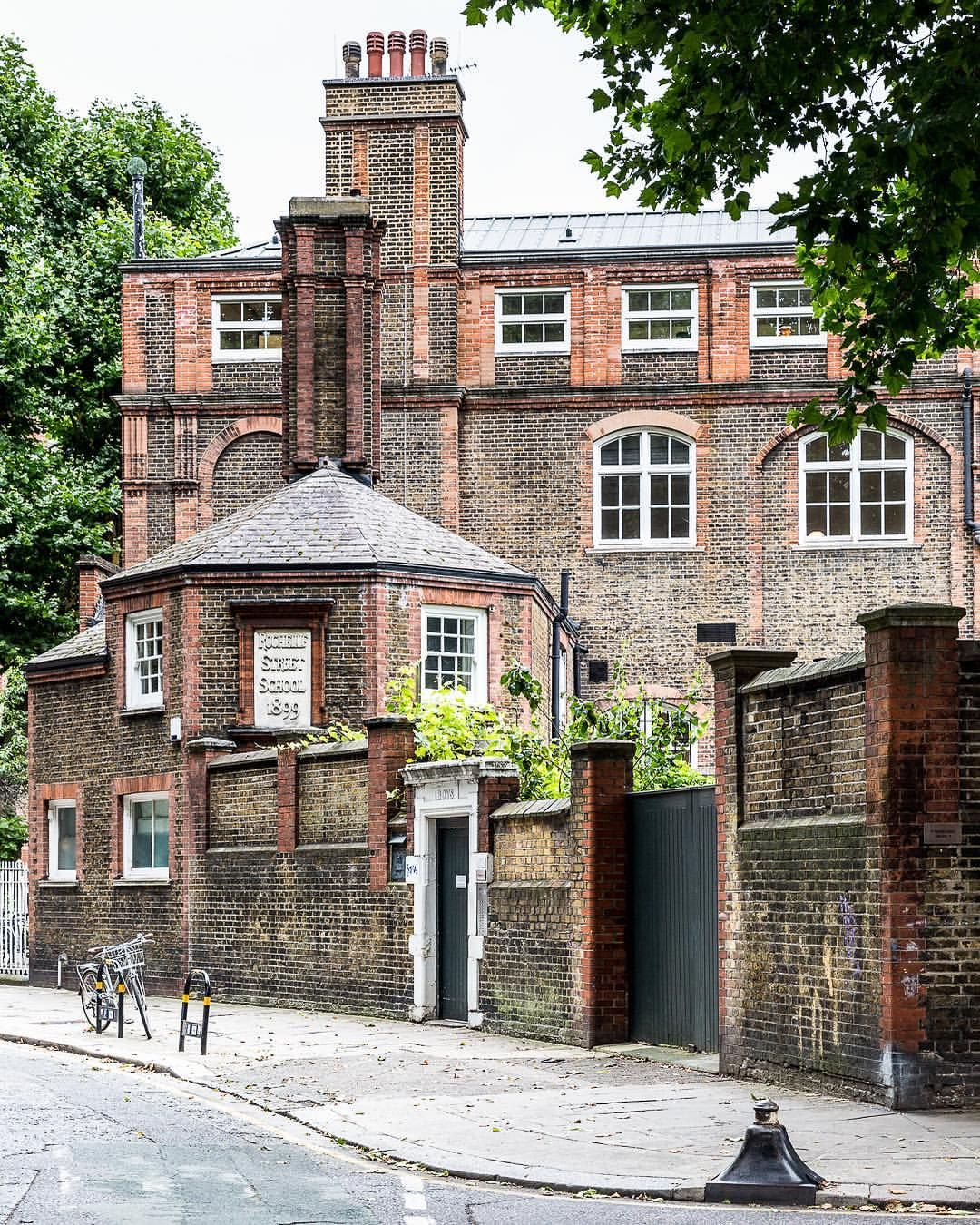 Shoreditch England: Arnold Circus In London's Shoreditch (With Images)